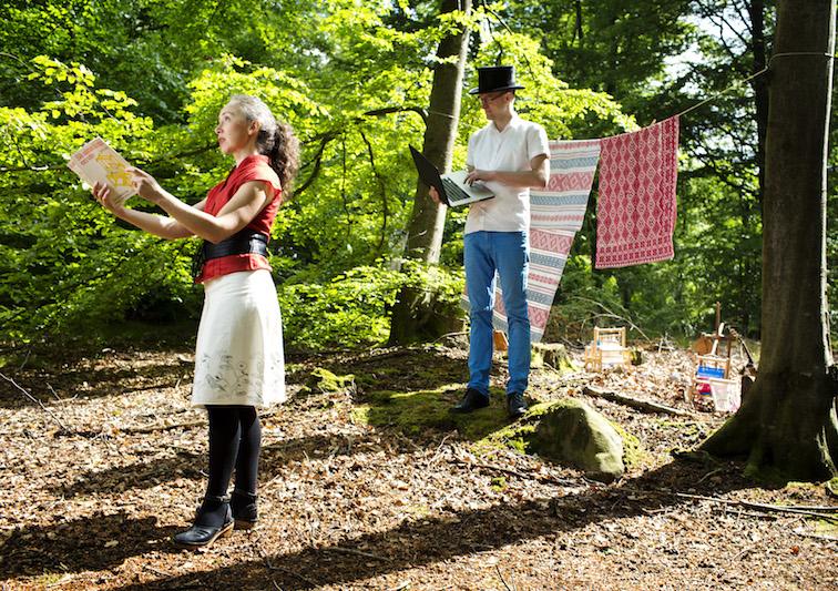 Lisa Hansson och Stefan Klarverdal är initiativtagare till festivalen, och uppförde även Den lilla Vävoperan. I april har Den stora Vävoperan premiär på Textilmuseet.